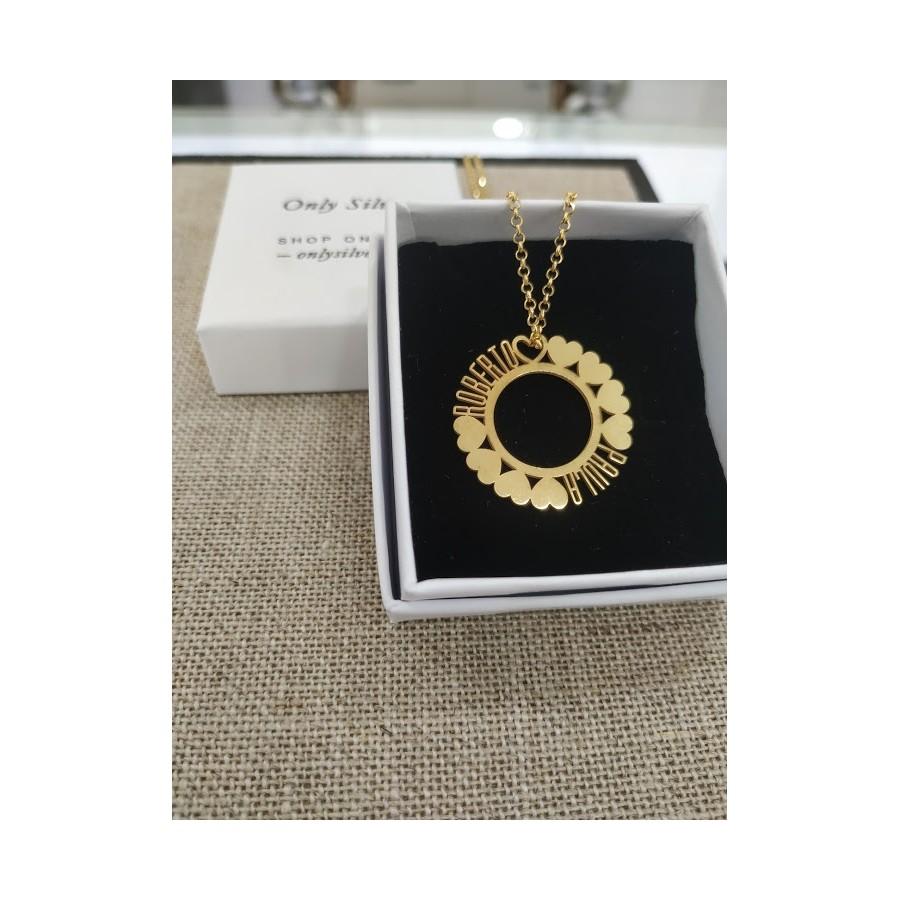 Joyas personalizadas. Colgante para cadena circular con nombres personalizados, color dorado