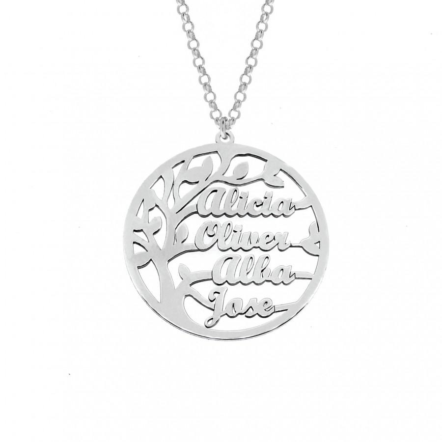 Joyas personalizadas: Colgante con diseño árbol de la vida y con nombre personalizables. Elaborado en plata