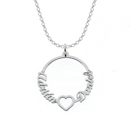 Colgante para collar personalizable con dos nombres, adornado con un corazón. Elaborado en plata