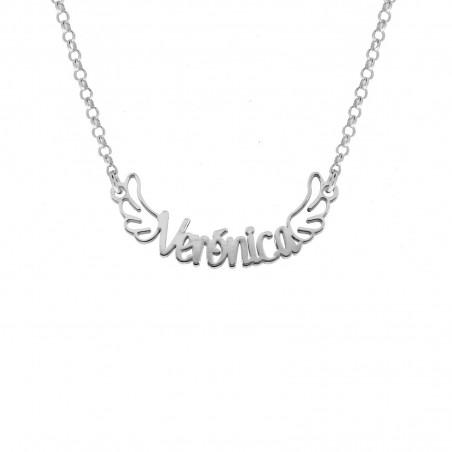 Joyas personalizadas: Colgante con nombre personalizado y adornado con alas. Elaborado en plata y disponible en Only Silver