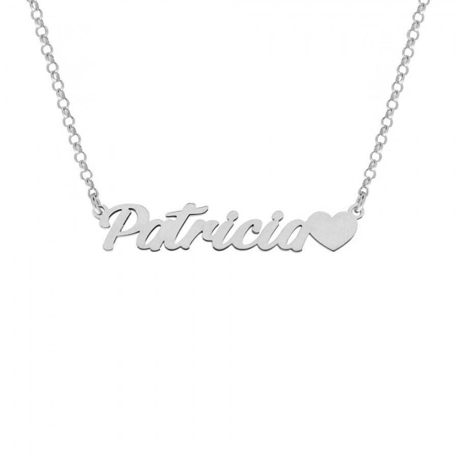 Joyas personalizadas: Colgante con nombre personalizado adornado con corazón. Elaborado en plata y disponible en Only Silver