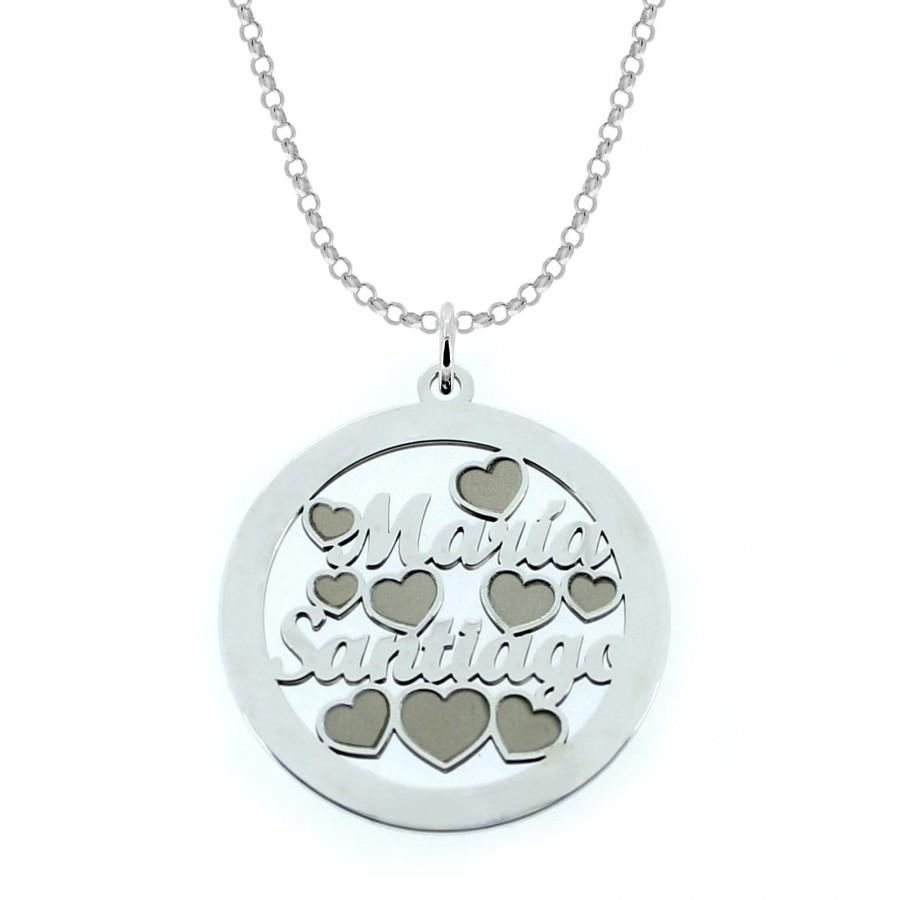 Joyas personalizadas: Colgante en plata personalizado con nombres grabados en su interior.